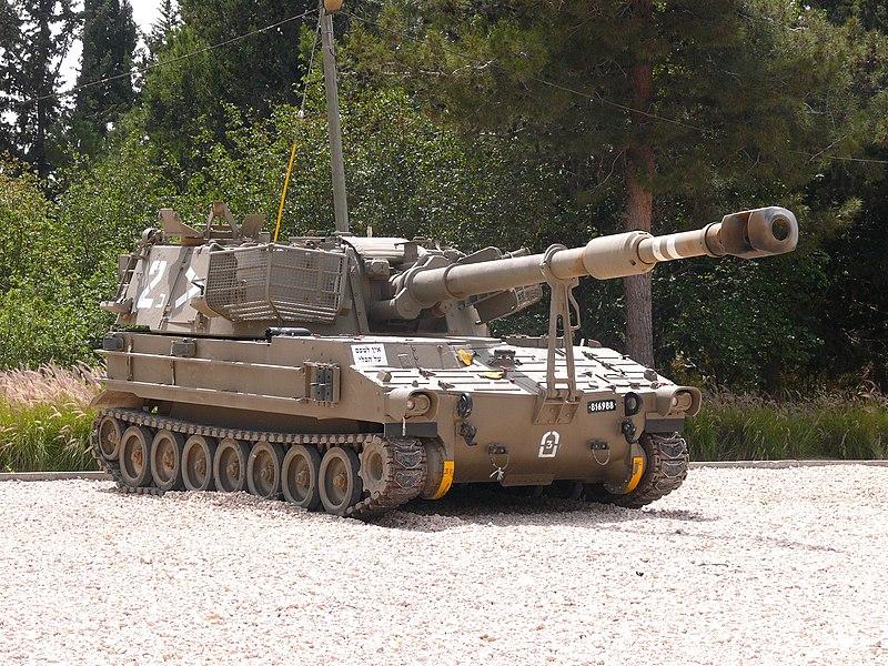 800px-M109howitzer001.jpg