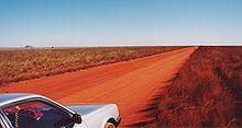 La terra rossa di una pista verso l'Isalo, sud del Madagascar