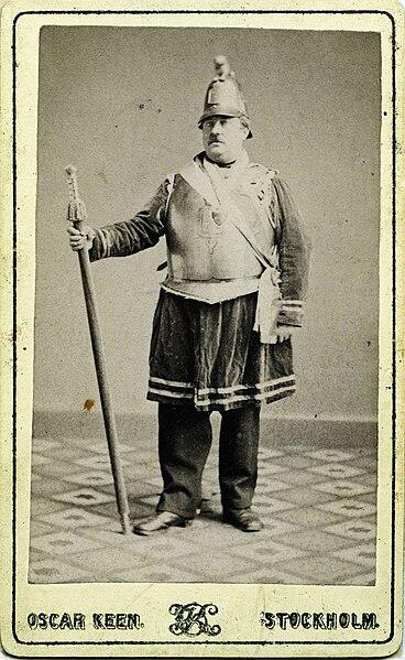 File:Man i frimurardräkt. Kabinettsporträtt - Nordiska Museet - NMA.0054190.jpg