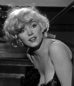 3282be0f62e6 I filmen Noen har det hett (1959).