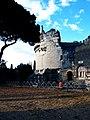 Mausoleo Cecilia metella 2 esterno.jpg