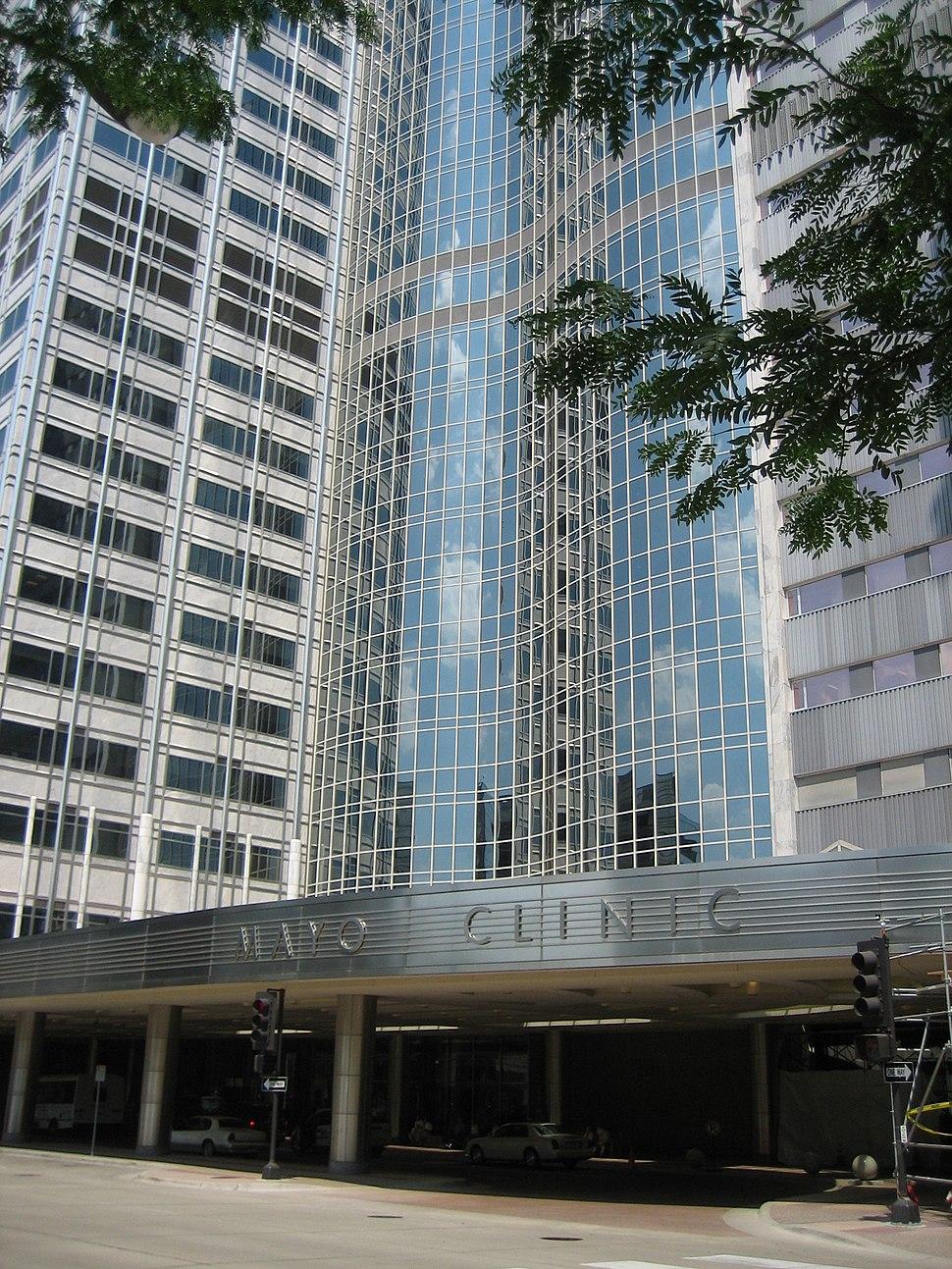 Mayo Clinic Rochester Gonda w trees 3890p