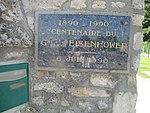 Memorial plaque to Gen. Eisenhower in Musée Airborne de Sainte-Mère-Eglise.jpg