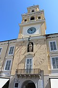 Meridiana al Municipio di Parma (Italia).jpg