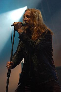 Metalmania 2007 - Paradise Lost - Nick Holmes 02.jpg