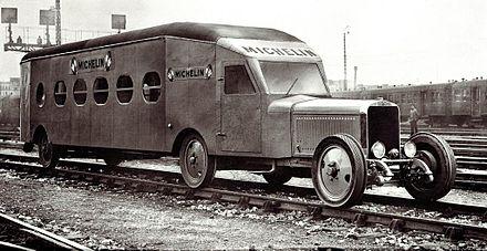 Prototype Micheline type 5 qui le 10 septembre 1931 a effectué Paris - Deauville en 2h3 (à 107km/h de moyenne) battant de 32minutes le rapide de luxe.