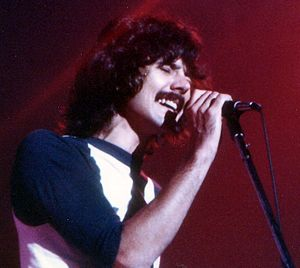Mickey Thomas (singer) - Thomas performing in 1977