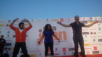 Daily News and Analysis - Mickey Mehta (right) and Abhishek Bachchan (left) at the Dna iCan Women's Marathon held at Bandra Kurla Complex on 9 March 2014.