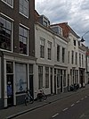 foto van Huis met geverfde rechte gevel