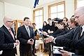 Ministru prezidents Valdis Dombrovskis tiekas ar Vācijas Šlēzvigas – Holšteinas federālās zemes premjerministru Torstenu Albigu (8715932737).jpg