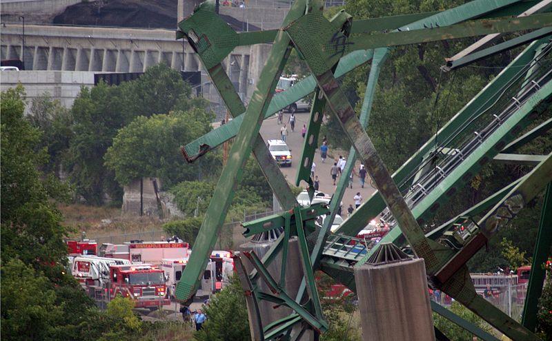 File:Minneapolis I-35W Bridge Collapse (beam in the air) (981379300).jpg