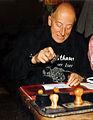 Misthaus Gustav Ginzel stempelt April 1995.jpg