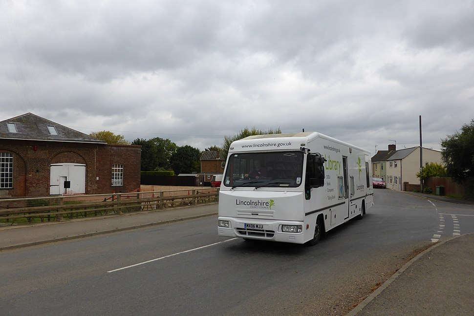Mobile Library (geograph 3691202)