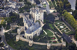 Montreuil-Bellay castle, aerial view - Retouched.jpg