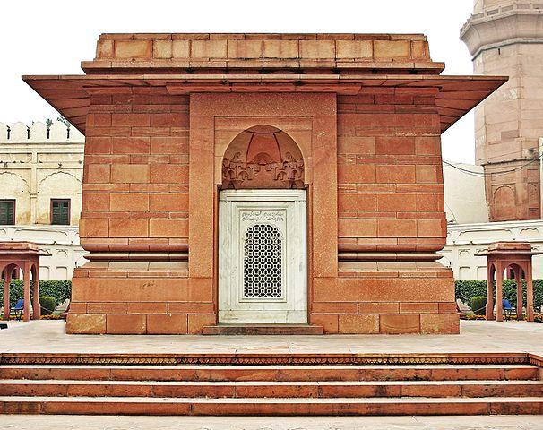 606px-Muhammad_Iqbal's_Tomb_Lahore.jpg (606×480)