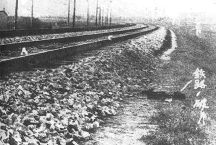 "A section of the Liutiao Railway. The caption reads ""railway fragment"". Mukden 1931 spoorweg.jpg"