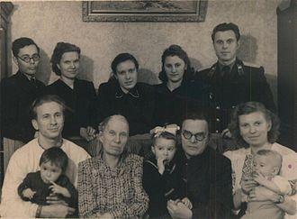 Nikolay Dobrokhotov - N.N. Dobrokhotov with family