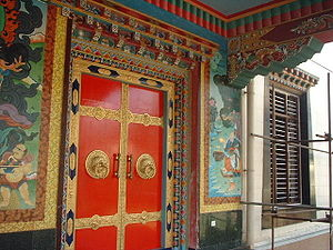 English: A decorated door from the Tibetan Nam...