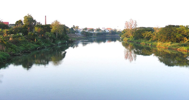 http://upload.wikimedia.org/wikipedia/commons/thumb/8/88/Nan_river_in_Uttaradit.jpg/800px-Nan_river_in_Uttaradit.jpg