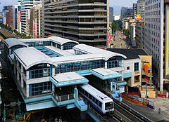 Nanjing East Road Station 20091102a.jpg