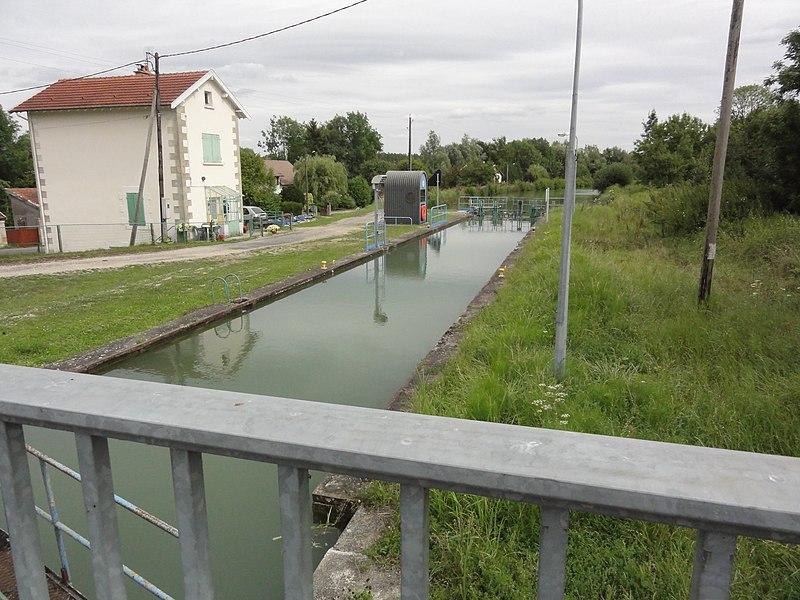 Neuville-sur-Ornain (Meuse) canal de la Marne au Rhin, écluse
