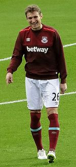 Nikica Jelavić with West Ham United in 2015.jpg