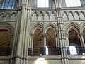 Noyon (60), cathédrale Notre-Dame, chœur, 2e travée, tribune et faux triforium côté nord.jpg