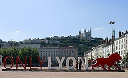 ONLY LYON Place Bellecour.JPG