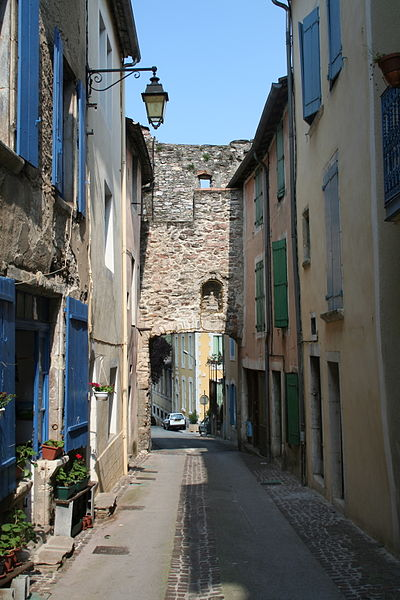 Olargues (Hérault) - la rue neuve après la Porte neuve.