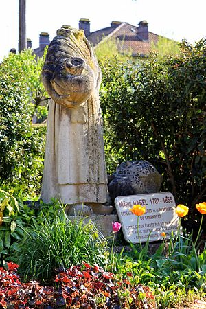 Vimoutiers - Image: Original monument to Marie Harel