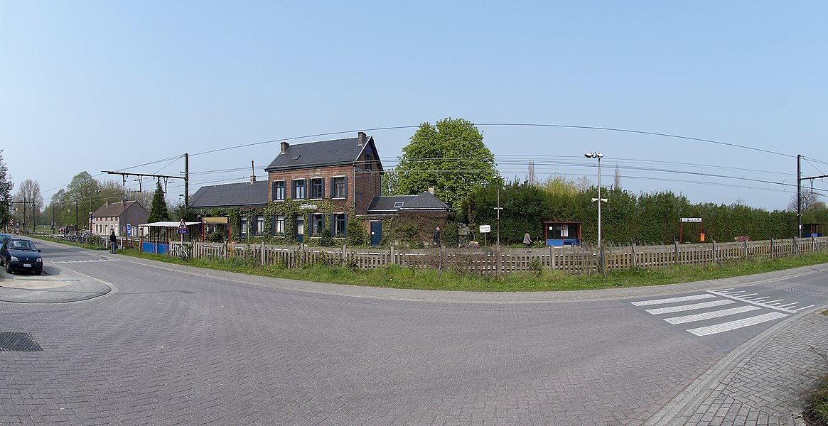 Station Oud-Heverlee. Other photos:    			 			 			 		 		 			 			 			 		 		 			 			 			 		   Camera location  50° 50′ 08″ N, 4° 39′ 13.3″ E     View this and other nearby images on: OpenStreetMap - Google Earth    50.835556;    4.653694