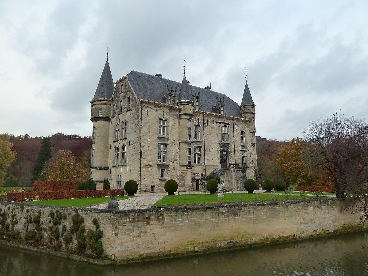 File oud valkenburg kasteel schaloen 3 jpg wikimedia for Interieur nederland