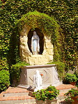 Our Lady of Lourdes grotto, Sacred Heart church.JPG