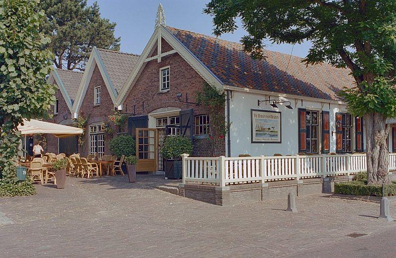 Haven Van Huizen : Voormalige visrokerij in huizen monument rijksmonumenten