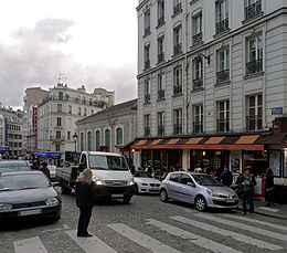 P1210490 Paris XVIII place Saint-Pierre rwk.jpg