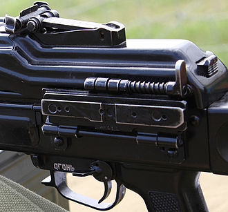 Pecheneg machine gun - A Close-up of the scope mounting rail on a 6P41N (Pecheneg-N). The receiver cover release on the right is similar to those of the AK-family.