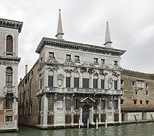 Palazzo Belloni Battagia facciata sul Canal Grande.jpg