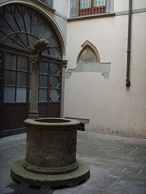 Palazzo Rosselli del Turco - Image: Palazzo rosselli del turco, pozzo