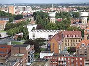 Panoramblick vom Beffroi de Dunkerque 02 - Blick auf das Museum der schönen Künste und die beiden Wassertürme.JPG