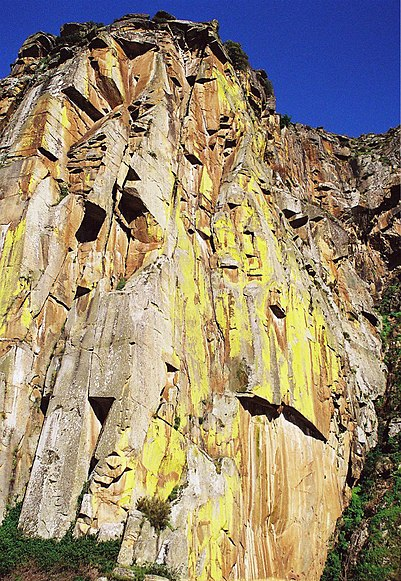 Image:Pedra Amarela (Espanha) vista de Miranda do Douro (Portugal).jpg