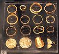 Periodo delle migrazioni, ornamenti d'oro e solidi romani, 400-575 circa, 02.JPG