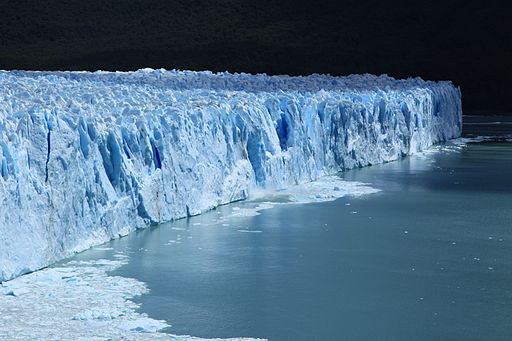 Perito Moreno Glacier throwing off some ice (5470451664) (2)