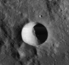 Pickering crater 4097 h1.jpg