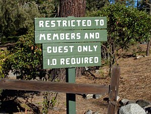 Pine Mountain Club, California - Image: Pine Mountain Club Sign.1