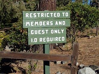 Pine Mountain Club, California - Image: Pine Mountain Club Sign.1