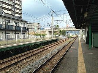 Kadomatsu Station - Image: Platform of Kadomatsu Station (east)