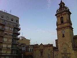 Campanario de la Basílica menor de San Jaime en la plaza Mayor de Algemesí.