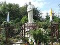 Pomnik koło Kaplicy na Groniu Jana Pawła II.jpg