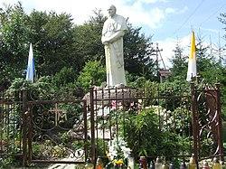 Pomnik koło Kaplicy na Groniu Jana Pawła II