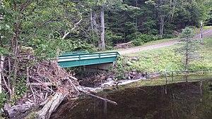 Grandes-Piles, Quebec - Image: Pont du lac Fontaine (QC) 2014 08 17